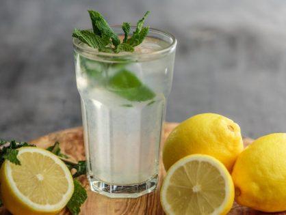 ¿Cómo preparar una bebida isotónica casera?